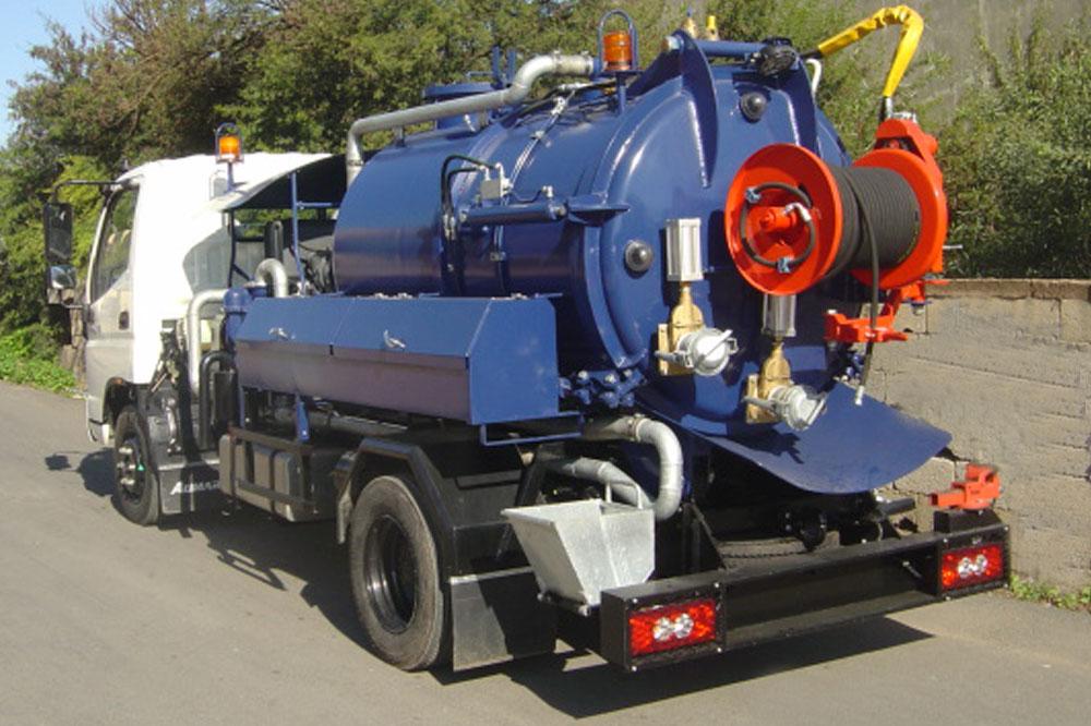 Mini-hydrocureuse aspiratrice 3m³